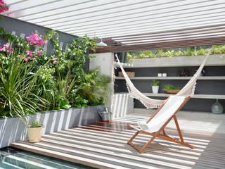 Casa em S. Pedro do Estoril: Piscinas  por Ricardo Moreno Arquitectos,Moderno