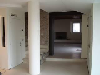APPARTAMENTO STERZA Ingresso, Corridoio & Scale in stile moderno di Studio Architetto Grella Moderno
