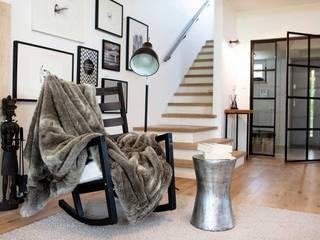MGN Pracownia Architektoniczna Modern corridor, hallway & stairs