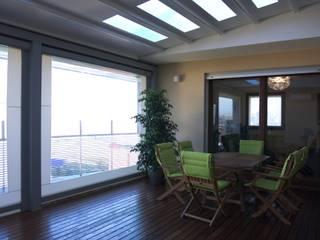 Appartamento LC Balcone, Veranda & Terrazza in stile moderno di Andrea Gaio Design Moderno