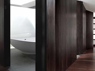 © Independent Architects Ltd 2015: modern Bathroom by Independent Architects