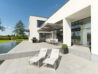 Elmstree Grove | UmbrisbyIQ | Modern terrace by IQ Outdoor Living Modern