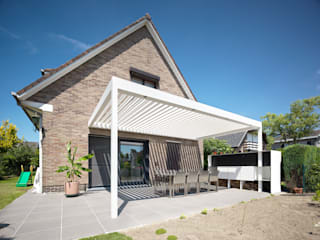 Westridge Park Modern style balcony, porch & terrace by IQ Outdoor Living Modern