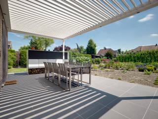 Westridge Park Balcones y terrazas modernos de IQ Outdoor Living Moderno