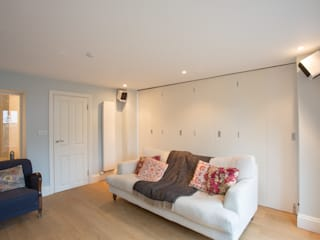 RUDALL CRESCENT, NW3.:  Living room by XUL Architecture