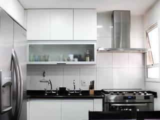 Cozinha Clean por Cromalux Sistemas de Iluminação Ltda Moderno
