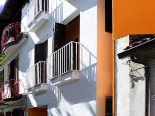Residenza estiva Case moderne di Moduloquattro Architetti Associati Moderno