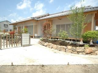 合同会社 栗原弘建築設計事務所 Casas de estilo clásico Madera Blanco