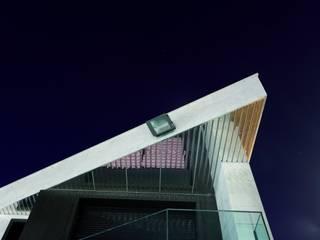 Modern Houses by construcciones y reformas Viguera Modern
