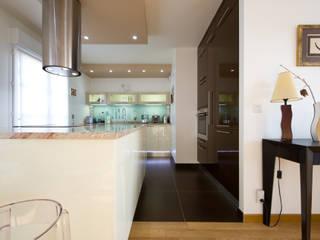 LA CUISINE DANS LE BAIN SK CONCEPT KitchenCabinets & shelves Marble Beige