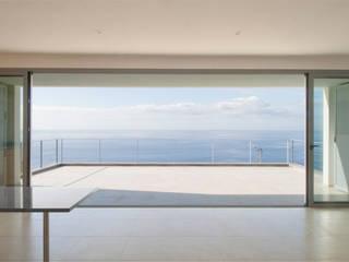 Ruang Makan Minimalis Oleh Mayer & Selders Arquitectura Minimalis