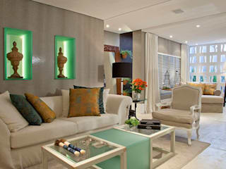 Eclectic style living room by Bianka Mugnatto Design de Interiores Eclectic