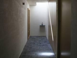 梅沢町の家 モダンスタイルの 玄関&廊下&階段 の 深山知子一級建築士事務所・アトリエレトノ モダン