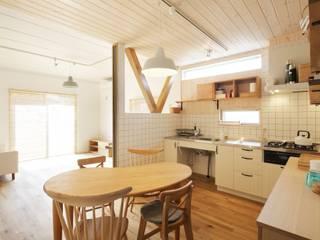 Sala da pranzo in stile scandinavo di dwarf Scandinavo