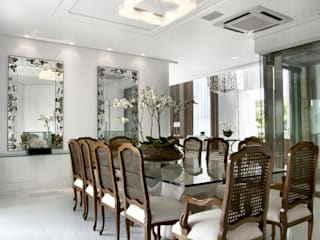 Dining room by Bianka Mugnatto Design de Interiores, Eclectic