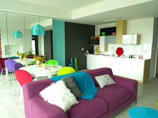 mieszkanie w żywych kolorach Moderne Wohnzimmer von Archomega Modern