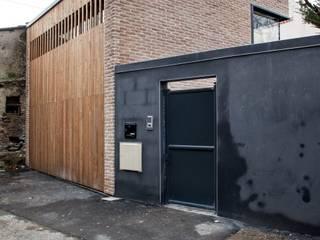 BRICK BLACK Espaces de bureaux modernes par bertin bichet architectes Moderne