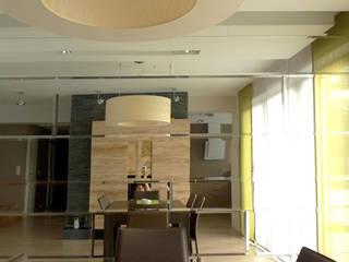 salon i kominek Moderne Wohnzimmer von Archomega Modern