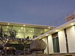 Modern Houses by Velazco & Rodriguez Modern