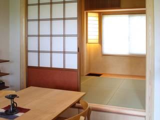 千里のお茶の間: アーキスタジオ 哲 一級建築士事務所が手掛けた和室です。,