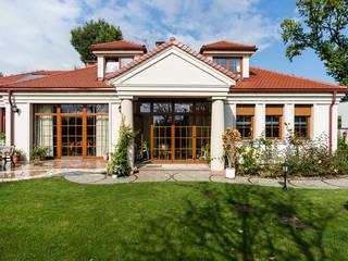Dom w Bielicach Klasyczne domy od Gzowska&Ossowska Pracownie Architektury Wnętrz Klasyczny