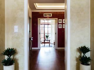 Classic style corridor, hallway and stairs by Gzowska&Ossowska Pracownie Architektury Wnętrz Classic
