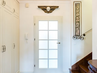 Corridor & hallway by Gzowska&Ossowska Pracownie Architektury Wnętrz