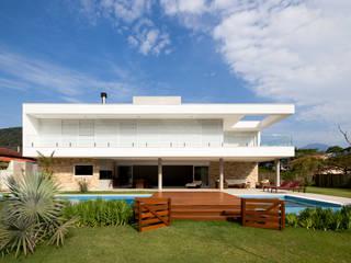 Casa Guaecá Conrado Ceravolo Arquitetos Casas modernas