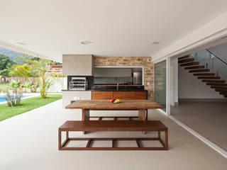 Casa Guaecá : Terraços  por Conrado Ceravolo Arquitetos,Moderno