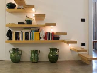 Ossigeno Architettura Pasillos, halls y escaleras mediterráneos