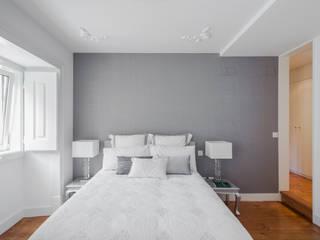 Camera da letto minimalista di VSS ARQ Minimalista