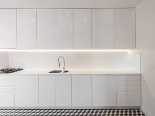 Cozinha na Lapa: Cozinhas  por Vanessa Santos Silva | Arquiteta,Minimalista
