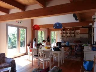 Casa nel bosco Luisa Olgiati Sala da pranzo moderna
