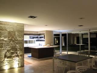 Salas de estilo moderno de cm espacio & arquitectura srl Moderno