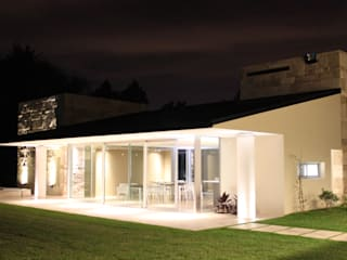 Casas de estilo  de cm espacio & arquitectura srl, Moderno