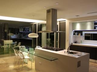 Cocinas de estilo moderno de cm espacio & arquitectura srl Moderno