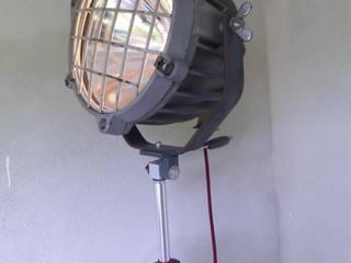 Stativstehlampe - Industriescheinwerfer:   von maduett,