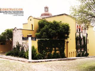 FACHADA CASA SWAB: Casas de estilo  por AH Arquitectos Hernandez