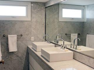 Departamento Cavia: Baños de estilo moderno por DDC.ARQ