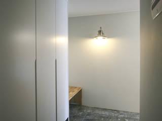 Corridor & hallway by 홍예디자인, Industrial