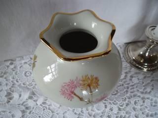 exklusive Blumenvase mit Goldstaffage aus der Porzellanmanufaktur Mitterteich feines Porzellan floral gestaltet/ etwa 40er Jahre von Die Raritätenstöberei Landhaus Porzellan