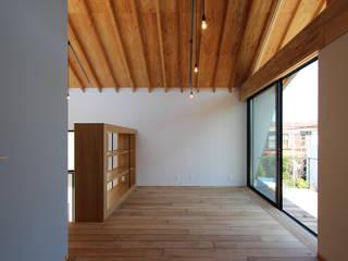 Phòng khách phong cách Bắc Âu bởi 今津修平/株式会社MuFF Bắc Âu