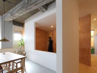 Hành lang, sảnh & cầu thang phong cách hiện đại bởi 今津修平/株式会社MuFF Hiện đại