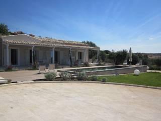 Giardino Cudiano Giardino in stile mediterraneo di William Inclimona Mediterraneo