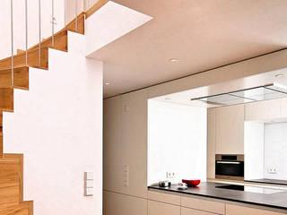 Fürst & Niedermaier, Architekten Dapur Modern White