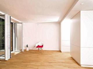 Fürst & Niedermaier, Architekten Ruang Keluarga Modern Kayu White