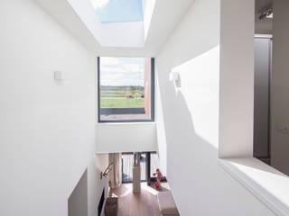 Puertas y ventanas de estilo moderno de De Zwarte Hond Moderno