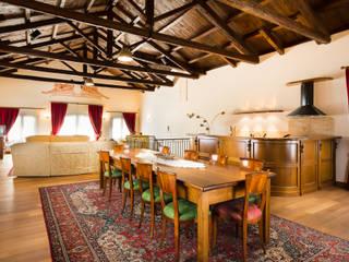 Classic House Interior Photography: Soggiorno in stile  di Matteo Crema Fotografo