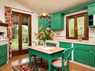 Classic House Interior Photography: Cucina in stile  di Matteo Crema Fotografo