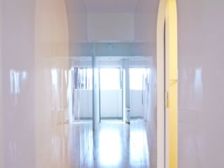 西葛西のリノベーション 高田博章建築設計 モダンスタイルの 玄関&廊下&階段 木 白色